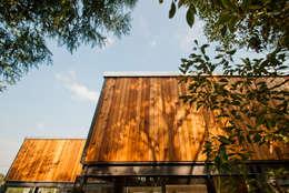 Casas de estilo moderno por FAMWOOD 自然紅屋