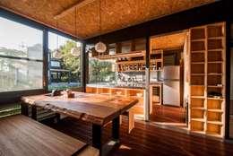 classic Kitchen by FAMWOOD 自然紅屋