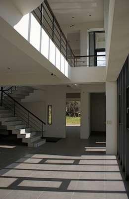 新埔  休閒別墅:  客廳 by 大也設計工程有限公司 Dal DesignGroup