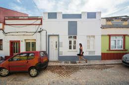 Projekty, minimalistyczne Domy zaprojektowane przez studioarte