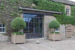 Puertas y ventanas de estilo rústico por Architectural Bronze Ltd