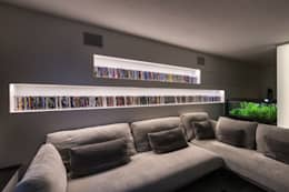 Salle multimédia de style  par Elia Falaschi Photographer