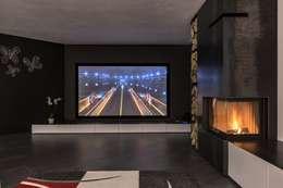 Salas multimedia de estilo moderno por Elia Falaschi Photographer