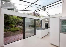 Cozinhas modernas por Trombe Ltd