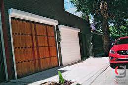 PERSIANA EUROPEA GAVIOTA DE SEGURIDAD ALUMINIO EXTRUSION PARA GARAJES: Garajes de estilo moderno por GAVIOTA MEXICO