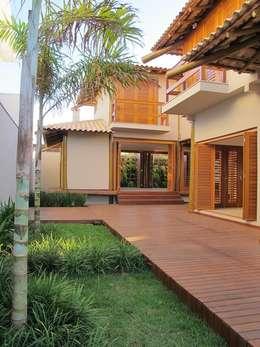 Nhà by Cia de Arquitetura