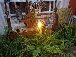Lampara Colgante Reposando en su rincón Industrial: Jardines de estilo industrial por Vieja Eddie