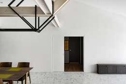 Living room: STARSIS의  다이닝 룸