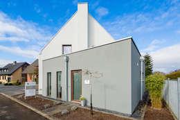 Projekty, minimalistyczne Domy zaprojektowane przez Architektur Jansen