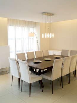 Dining room. New house build.: minimalistic Dining room by Deborah Garth Interior Design
