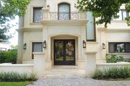 Casas de estilo clásico por DEL HIERRO DESIGN