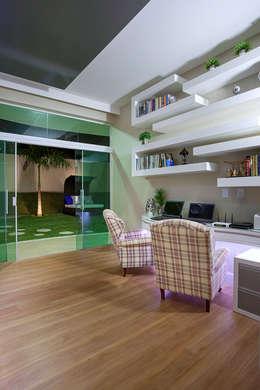 modern Study/office by Arquiteto Aquiles Nícolas Kílaris