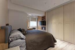 清白:  臥室 by 大晴設計有限公司