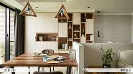 雲司國際設計:  客廳 by iDiD點一點設計