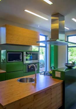 modern Kitchen by WHO DID IT