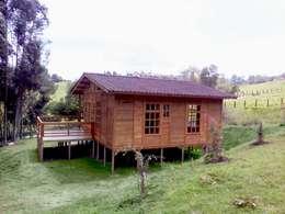 Casas de estilo rústico por WoodMade