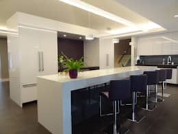 Burlington Residence: modern Kitchen by Lex Parker Design Consultants Ltd.