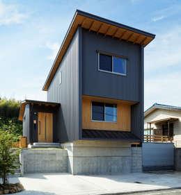 北側外観2: 磯村建築設計事務所が手掛けた家です。