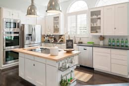 Urban Scandinavian Home: scandinavian Kitchen by Urbanology Designs