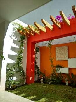 Diseño de Jardín y Andador Padilla: Jardines de estilo moderno por Arqca