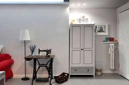 Projekty,  Korytarz, przedpokój zaprojektowane przez arCMdesign - Architetto Michela Colaone