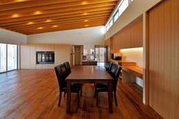 1階LDK3: プラソ建築設計事務所が手掛けたダイニングです。