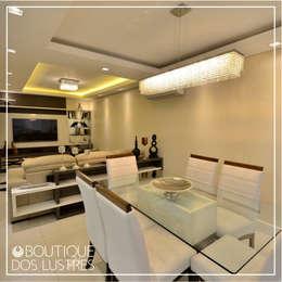 PROJETO DE ILUMINAÇÃO – RESIDENCIAL: Salas de jantar modernas por Boutique dos Lustres