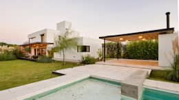 Albercas de estilo minimalista por Development Architectural group