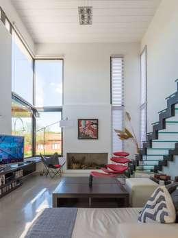 Casa VA: Livings de estilo minimalista por Development Architectural group