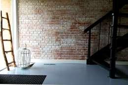 Industriële bakstenen muur bij in huis!:  Muren & vloeren door StonePress