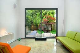 minimalistic Living room by Linebox Studio