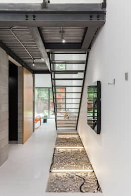 Corridor and hallway by Linebox Studio