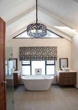 Bedforview Alterations: modern Bathroom by FRANCOIS MARAIS ARCHITECTS