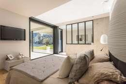 industriale Schlafzimmer von Hugues TOURNIER Architecte
