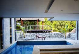 Piscinas de estilo moderno por VOLEVA arquitectos