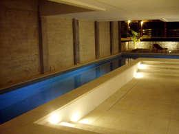 Alberca: Albercas de estilo moderno por VOLEVA arquitectos