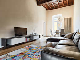 Appartamento in centro storico: Soggiorno in stile in stile Moderno di studio antonio perrone architetto