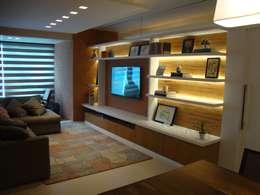 غرفة المعيشة تنفيذ Geraldo Brognoli Ludwich Arquitetura