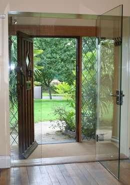 Projekty, nowoczesne Domy zaprojektowane przez Ion Glass