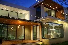 Fachada posterior: Casas de estilo industrial por Narda Davila arquitectura
