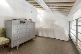 : Camera da letto in stile in stile Moderno di Architetto Francesco Franchini