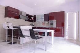 a casa di Leonardo e Iole: Cucina in stile in stile Moderno di yesHome