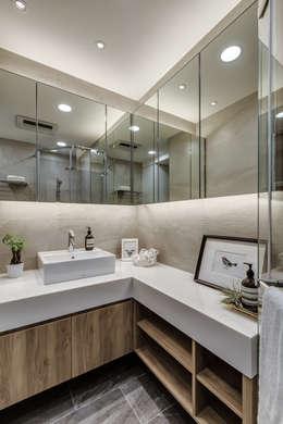 modern Bathroom by 爾聲空間設計有限公司