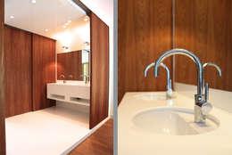 badkamer: moderne Badkamer door Architectenbureau Filip Mens