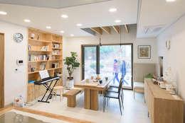 Projekty,  Salon zaprojektowane przez 건축사사무소 재귀당