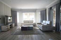 Salas multimedia de estilo moderno por Aykuthall Architectural Interiors
