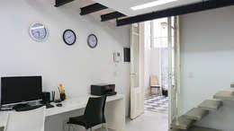 Estudio: Estudios y oficinas de estilo clásico por Isabel Amiano Arquitectura