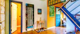 Vestíbulos, pasillos y escaleras de estilo  por CAROLINA MARIN