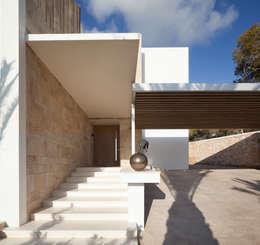 Roca Llisa: modern Houses by ARRCC