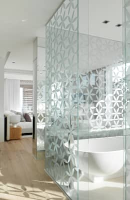 Roca Llisa: modern Bathroom by ARRCC